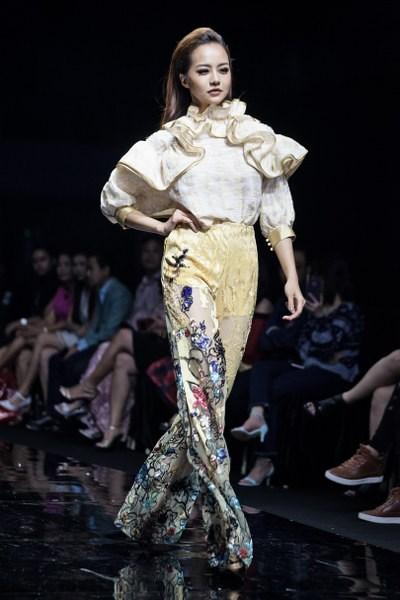 Ngắm BST Oriental ELITE lấy cảm hứng từ văn hóa Phương Đông của hai NTK Vũ Đặng, My Trần
