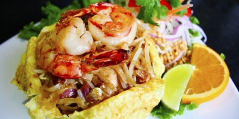 Canh Tom Yum- canh chua cay ăn nóng tạo nên tiếng vang trong ẩm thực Thái.